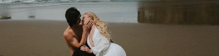 Couples on a beach Adri de la cruz Chicago intimate wedding photographer (3)